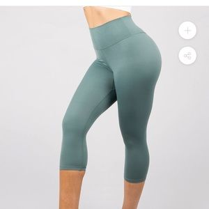 Buff bunny cropped leggings